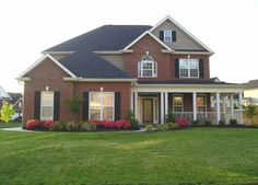 Exterior house colors with brick cream black shutters 35 new Ideas House Siding, House Paint Exterior, Exterior House Colors, House Trim, Red Brick Exteriors, Black Shutters, Modern Farmhouse Exterior, Farmhouse Style, Roof Colors