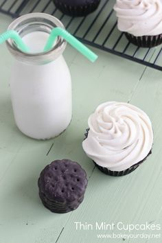 Thin Mint Cupcakes with Mint Buttercream (Not sure I can give up a sleeve of Thin Mints to try the recipe.) ~ bake your day Cupcake Frosting, Baking Cupcakes, Yummy Cupcakes, Cupcake Cakes, Mint Frosting, Buttercream Cupcakes, Best Chocolate, Chocolate Cupcakes, Chocolate Recipes