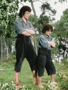 Elijah Woods with his Double Kiran Shah on the set of Lord Of The Rings: The Fellowship Of The Ring