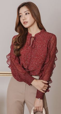 Mini Petal Print Ruffle Blouse StyleOnme_Mini – frill blouse with petal print Blouse Styles, Blouse Designs, Color Combinations For Clothes, Casual Outfits, Fashion Outfits, Women's Fashion, Beautiful Blouses, Blouse Outfit, Korean Women