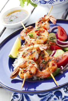Read our recipe for Chilli, Lime and Coconut Prawn Skewers, a recipe from Lose Baby Weight which is a safe and healthy way to lose weight after having a baby Fish Recipes, Seafood Recipes, Cooking Recipes, Bbq Prawns, Chilli Prawns, Fish Dishes, Seafood Dishes, Prawn Skewers, Gastronomia