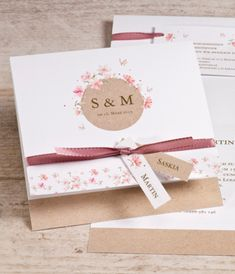 Faire part mariage fleurs printanières et ruban rose Handmade Invitations, Wedding Invitations, Name Cards, Marry Me, Flyer Design, Beautiful Day, Invitation Cards, Wedding Cards, Wedding Styles