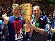 De @Manuel_Neuer: Schöner Saisonabschluss. Das wird wieder eine Feier... #FCB #dfbpokalfinale #DFBPokalsieger http://twitter.com/Manuel_Neuer/status/467780017481871361/photo/1