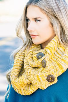 Capsule Wardrobe Women, Cute Scarfs, Online Clothing Boutiques, Trendy Clothes For Women, Mustard, Bff, Women's Fashion, Buttons, Girls