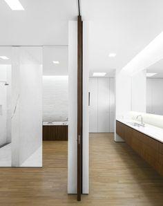Das Bad im Tetris Haus wird durch eine Trennwand geteilt