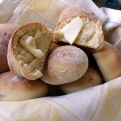 60 Minute Rolls-Good recipe for the first time bread maker. Good for loaves of bread or rolls Simple Roll Recipe, Bread Recipes, Cooking Recipes, What's Cooking, Muffin Recipes, Homemade Dinner Rolls, Pinch Recipe, Bread Rolls, Rolls Rolls