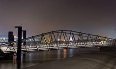 Brücke zum Anleger Elbphilharmonie bei Nacht