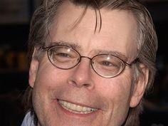 """Stephen King wird 70 und passend dazu läuft in der kommenden Woche """"Es"""" in den Kinos an. Dabei ist der Horrorclown Pennywise natürlich nicht das einzige Monster, das King erschaffen hat. Happy Birthday, Stephen King! Der berühmte US-Autor wird am 21. September bereits 70 Jahre alt...."""