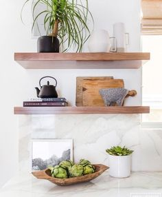 Amber Interiors - Before + After: Client Z to the E to the N. Photos by Tessa Neustadt - Home Decoration - Interior Design Ideas Kitchen Shelf Decor, Kitchen Shelves, Kitchen Wood, Diy Kitchen, Küchen Design, Home Design, Studio Design, Floating Shelf Decor, Amber Interiors