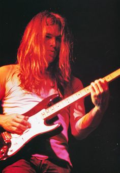 Seeing as how KOLluvah & I have highjacked the Good Looking Men thread with pictures of David Gilmour.I decided it would be best to create our own thread for the other Pink Floyd/Gilmour fans on David Gilmour Pink Floyd, Richard Williams, Beatles, Musica Punk, Psychedelic Music, Best Guitarist, Roger Waters, Moody Blues, My Favorite Music