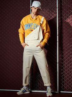 River Viiperi rocks LE 31 overalls with a Tommy Jeans sweatshirt in yellow. He also wears an Adidas Originals bucket hat. Bucket Hat Outfit, Cute Overalls, Overalls Outfit, Dungarees, Mens Fashion Website, Tommy Jeans Sweatshirt, Brooklyn, Herren Outfit, Running Shoes For Men
