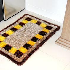 Carpet Runners In Johannesburg Shag Carpet, Rugs On Carpet, Home Crafts, Diy And Crafts, Pom Pom Rug, Latch Hook Rugs, Shaggy Rug, Jute Rug, Natural Rug