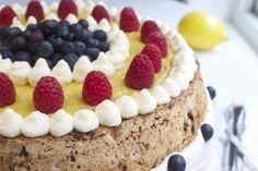 Nøtte- og sjokoladekake med sitronkrem - Elin Larsen Norwegian Food, Norwegian Recipes, Pudding Desserts, Keto Desserts, Let Them Eat Cake, Tiramisu, Cake Recipes, Cheesecake, Food And Drink