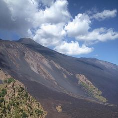 A closer look to Mount Etna. What an incredible thing is an active volcano! #woutletizia #minimoon #onlyinsicily #etna