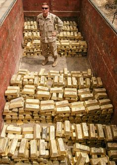 Gold haul in Iraq 2003 Money Pictures, Best Funny Pictures, Gold Bullion Bars, Gold Everything, Weapon Of Mass Destruction, Money Stacks, Gold Money, Money Affirmations, Gold Coins