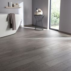Floor and wall tiles gray wood effect Prague x cm - Bathroom 01 Wooden Floor Tiles, Wooden Flooring, Wall Tiles, Tile Floor, Hardwood Floors, Sol Sombre, Grey Flooring, Grey Wood, Home Living Room