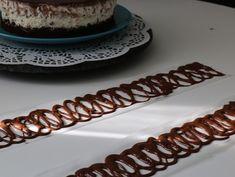 Cum sa faci ornamente din ciocolata pentru deserturi • Gustoase.net Cheesecake, Desserts, Food, Cakes, Salads, Tailgate Desserts, Deserts, Cake Makers, Cheesecakes