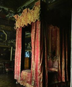 State Bed at Chatsworth prior to restoration. www.humphriesweaving.co.uk