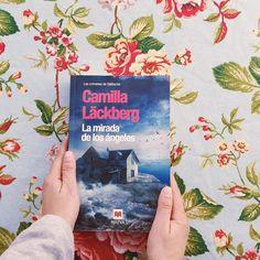 """Acabado mi octavo libro del año. """"La Mirada de Los Ángeles"""" y aquí os dejo mi opinión: 4 de 5 estrellas  (Me ha encantado) Es el octavo Libro que leo de la maravillosa saga de Camilla éste junto con La Princesa de Hielo y Las Huellas Imborrables mis favoritos.  La historia que hay detrás lo que explica el porqué de la desaparición de una familia un sábado de Pascua es tremendo escalofriante y digno de releer.  La novela tiene un buen ritmo se lee con facilidad con un alto nivel de adicción y…"""