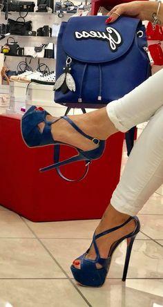 Sexy High Heels, Frauen In High Heels, Beautiful High Heels, Womens High Heels, Heeled Boots, Shoe Boots, Shoes Heels, High Platform Shoes, Talons Sexy