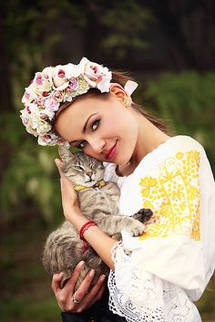 Sohemi_art / Svadobná kvetinová parta Bridal Crown, Headdress, Hair Makeup, Instagram, Traditional, Hair Styles, Flower Headbands, Flowers, Wedding