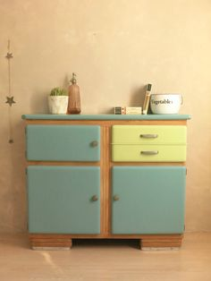 LE BUFFET FIFTIES                                                                                                                                                                                 Plus Salvaged Furniture, Pine Furniture, Furniture Restoration, Furniture Redo, Funny Furniture, Retro Furniture, Furniture Design, Diy Deco Rangement, Kitchen Cabinets And Cupboards