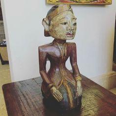 Figuras Balinesas.  En Benares Decoración Asiática encuentras originales tallas en maderas y esculturas importadas directamente desde el Sudeste Asiático. Importado BY @claracvasquez