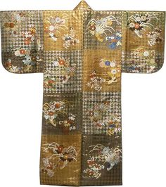 Atsuita karaori (Nô Costume), Late Edo period (1789–1868), late 18th century    Silk, twill weave; gold-leaf-over-lacquered-paper strips; lined with silk, plain weave.  The Art Institute of Chicago