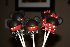 mickey mouse and minnie mouse cake pops , birthday , party , kids Minni Mouse Cake, Bolo Do Mickey Mouse, Minnie Mouse Cake Pops, Mickey And Minnie Cake, Bolo Minnie, Disney Parties, Mickey Mouse Parties, Mickey Party, Disney Desserts