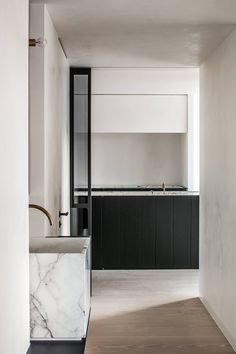 INSPIRATION: a luxe marble basin and brass fittings leave us wanting to take a closer look at this minimalist bathroom | est living