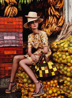 photo de mode : marché tropical, jaune