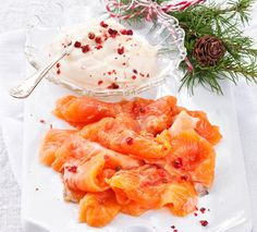 Helppo graavilohi Fish And Seafood, Seafood Recipes, Shrimp, Good Food, Food And Drink, Fresh, Meat, Finland, Christmas