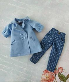 Blue straight jeans trousers with a print for Blythe doll, blythe pants, blythe clothes, blythe outfit Barbie Patterns, Doll Clothes Patterns, Clothing Patterns, Blythe Dolls, Girl Dolls, Diy Barbie Clothes, Dolly Fashion, Dress Card, Barbie Doll House