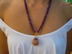 Amethyst semiprecious stones necklace with Flourite tumblestone pendant nested in a little crocheted gold filed wire basket. Gemstone Necklace, Gold Necklace, Pendant Necklace, Quartz Necklace, Jewelry Box, Jewelry Making, Jewellery, Purple Amethyst, Crystals And Gemstones