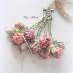Миниатюрные цветочки из лент Nigar Hikmet