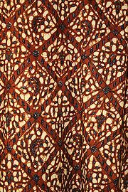 Image of Javanese court batik, in typical reddish-brown color, from Indonesia. 1 Javanese court batik, in typical reddish-brown color, from Indonesia. The development and refinement of Indonesian batik cloth was closely linked to Islam. Shibori, Le Sri Lanka, List Of Fabrics, Batik Solo, Indonesian Art, Batik Art, Kente Cloth, Traditional Fabric, African Fabric