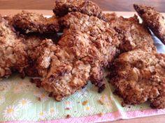 Havermout-notenkoekjes: Maak een deeg van 100 gram havermout, 35 gram grof gehakte (wal)noten, 20 gram kokosrasp, 1 geprakte banaan en 2 eetlepels notenpasta. Bedek een bakplaat met bakpapier. Leg hier hoopjes deeg op. (ik had er 12) Bak de koekjes in 15 minuten met de oven op 180 graden. Mochten de koekjes nog niet gaar zijn laat ze dan nog 5 minuten in de oven na garen. Heb je geen notenpasta in huis maar wel 2 bananen, vervang dan de pasta door banaan. voedselzandloper-recepten.nl