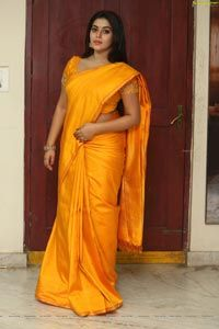 Poorna (Shamna Kasim) wore a bright yellow solid silk saree for the movie opening of 'Avanthika'. Considering the saree itself is very bright Beautiful Girl In India, Beautiful Women Over 40, Beautiful Saree, Most Beautiful Hollywood Actress, Most Beautiful Indian Actress, Beautiful Actresses, Aunty In Saree, Saree Photoshoot, Saree Dress