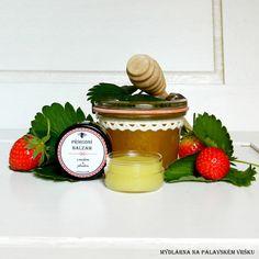 Přírodní balzám - med a sladká jahoda - Jemný, voňavý přírodní balzám s obsahem medu a líbívé vůně sladké jahody.  Obsahujeolivový olej, včelí vosk, vitamín E, med z Jižní Moravy a vůni sladké jahody.  Ačkoliv do našich výrobků používáme… | vavavu