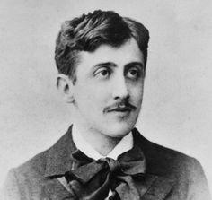 Véritable monument de la littérature française, Marcel Proust (10 juillet 1871 – 18 novembre 1922) est connu pour A la recherche du temps perdu, immense œuvre composée de sept tomes, publiée de 1913 à 1926. Dans cette lettre insolite adressée à Zadig, le chien de son ami Reynaldo Hahn, le grand écrivain révèle une facette méconnue de sa personnalité…