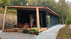 studio house taigh a chnuic cosy cabin highlands scotland uk glamping bothy exterior Tyni House, Tiny House Cabin, Cabin Homes, Tiny Homes, Cabin Design, Tiny House Design, Highlands Scotland, Scotland Uk, Scottish Highlands