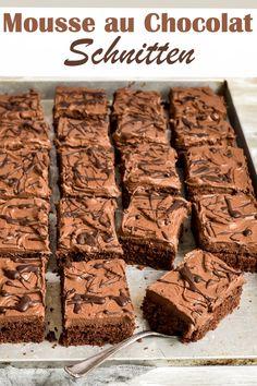 - Mousse au chocolat slices – bang-like sheet. – Mousse au chocolat slices – bang-like sheet cake that is ver - Easy Cake Recipes, Baking Recipes, Cookie Recipes, Snack Recipes, Dessert Recipes, Vegan Recipes, Dessert Food, Brownie Recipes, Cupcake Recipes