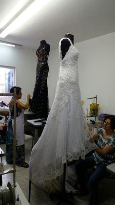Ajustes, customizacoes, bordados em pedrarias   Acesse www.elcosturas.com.br
