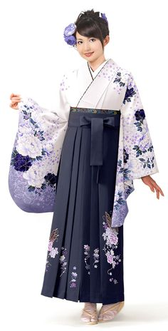 「白 ぼたん」の詳細ページです Japanese Clothing, Japanese Outfits, Japanese Fashion, Yukata Kimono, Kimono Dress, Kimono Top, Japanese Costume, Japanese Kimono, Oriental Fashion