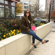 MAXIMIZE YOUR WARDROBE: 14 WAYS TO WEAR HIGH WAIST SKINNY JEANS Stylish Outfits, Fashion Outfits, Women's Fashion, Trendy Girl, Distressed Denim, Casual Chic, Work Wear, Style Blog, Blogger Style