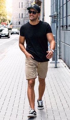 40 Perfect Macho Looks for Shorter Men is part of Mens summer outfits - Being a bit on the shorter sides, you might often curse those taller guys So instead of cursing them, check out these Perfect Macho Looks for Shorter Men Summer Outfits For Teen Girls Hipster, Black Summer Outfits, Summer Outfits Women 30s, Stylish Summer Outfits, Outfits Casual, Outfit Summer, Men's Casual Fashion, Fashion Ideas, Spring Outfits