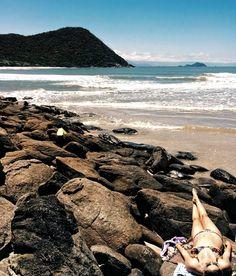 Homem livre tu sempre gostarás do mar. -- Charles Baudelaire  Foto: Prainha Branca Bertioga - via @angerandis