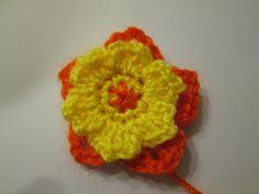 Per fare la composizione di cactus iniziamo a creare ogni giorno un cactus ed alla fine verranno assemblati    Materiale:   lana 2 di colore...