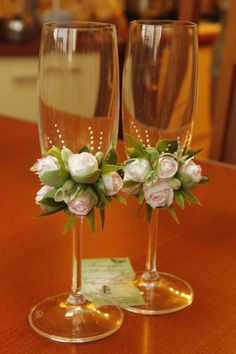 Diy wedding decorations that will make a spring wedding memorable 00032 Decorated Wine Glasses, Painted Wine Glasses, Wedding Crafts, Wedding Decorations, Diy Wedding, Table Wedding, Spring Wedding, Wedding Bride, Clay Crafts