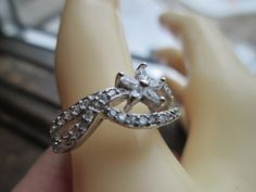 Vintage Beautiful .73ctw White Sapphire 925 Sterling Silver Flower Ring Size 8, Wt. 3.1 Grams